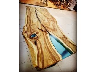 Стол река Холон 7 из дерева и эпоксидной смолы