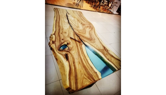 Стол река Холон 7 из дерева и эпоксидной смолы купить
