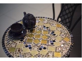 Круглый столик с мозаикой
