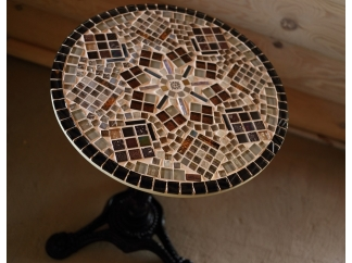 Кованый столик с мозаикой Золотая лихорадка_24 d50