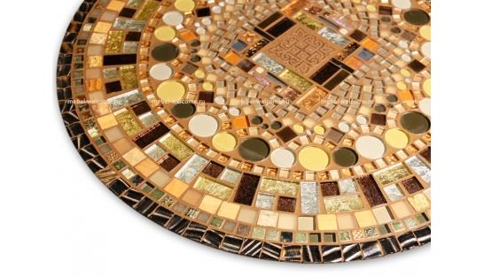 Стол отделанный мозаикой