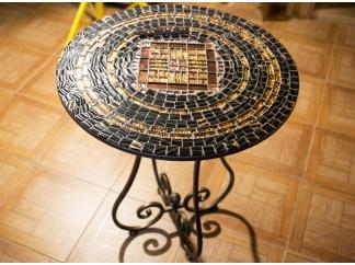 Столик отделанный мозаикой Пикассо_1 D60см