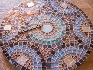 Столик отделанный мозаикой Венский кофе_4 D60см