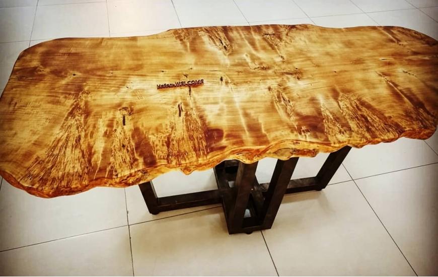 Обеденные столы из слэбов